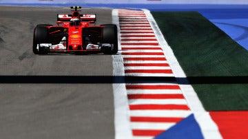 Kimi Raikkonen, sobre el trazado de Sochi con su Ferrari