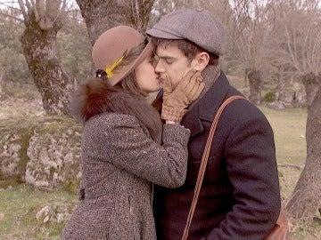 """Beatriz besa a Matías en los labios: """"Te quiero"""""""