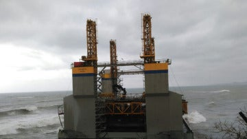 Plataforma a la deriva en Benalmádena
