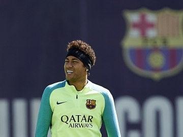 Neymar durante un entrenamiento con el Barcelona