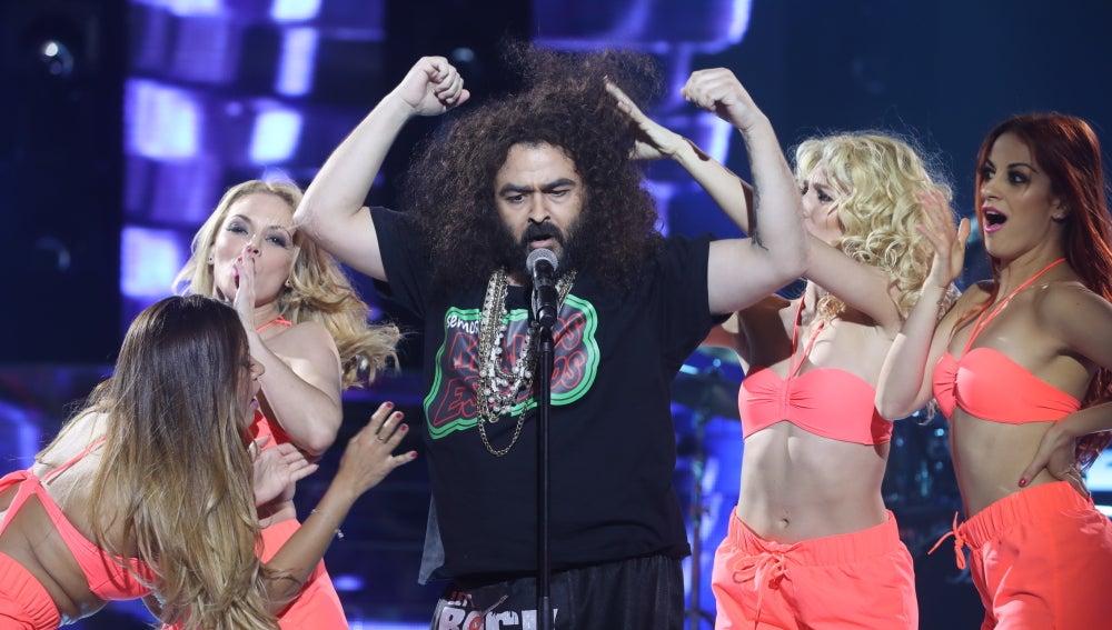 Juan López le pone ritmo al programa con 'Qué güeno que estoy' de El Sevilla