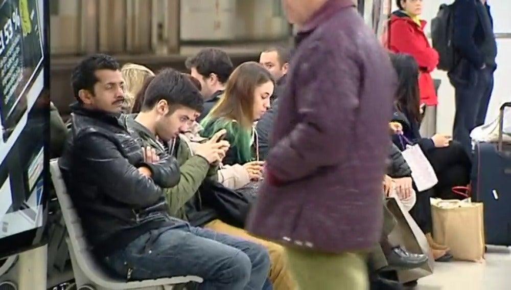 Frame 7.293476 de: La CUP propone hacer una campaña contra el modo 'despatarrado' en el que se sientan los hombres en el transporte público