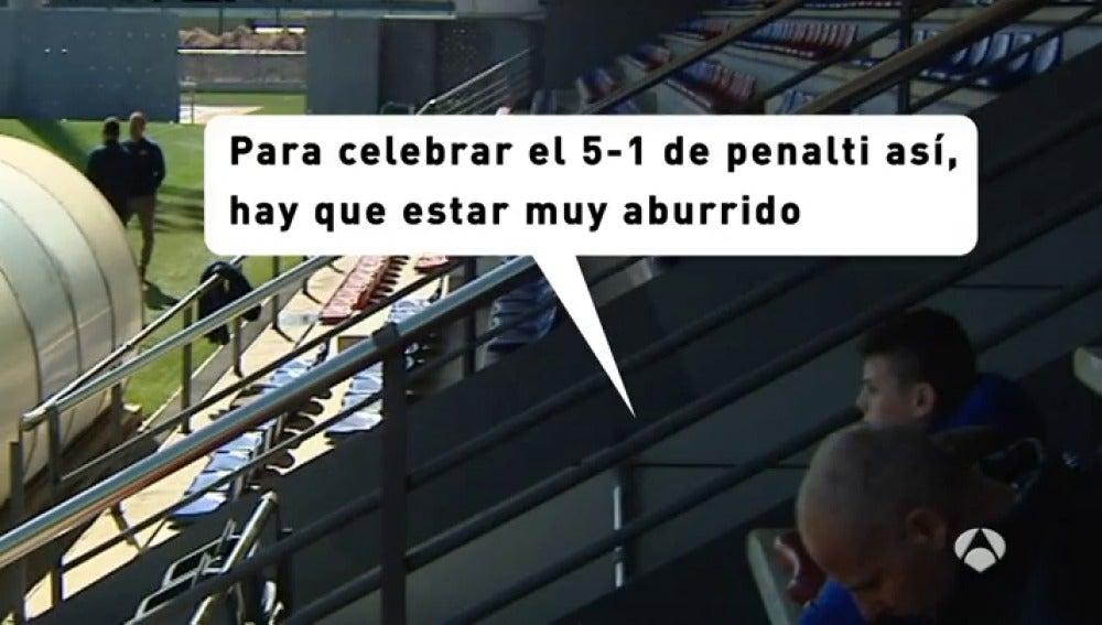 Frame 3.050952 de: El 'presi' Piqué vacila a Mascherano con su gol ante al Osasuna