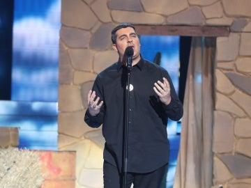 David Moreno se declara a su amor con 'La cosa más bella' como Eros Ramazzotti