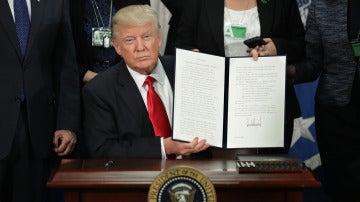 Donald Trump cumple con su promesa de levantar el muro entre México y EEUU