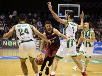 Navarro penetra en la defensa del Betis