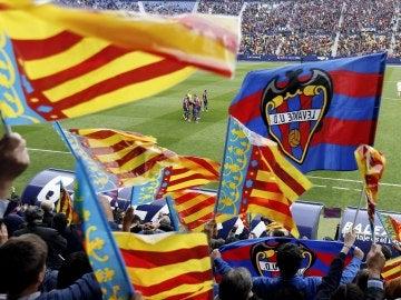 La afición del Levante celebrando el gol del partido