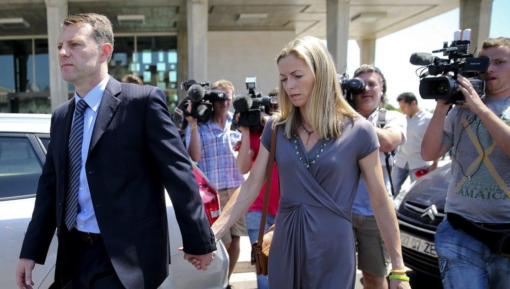 Kate McCann y su marido, Gerry, tras asistir al juicio contra el inspector portugués Gonçalo Amaral en Lisboa (Portugal).