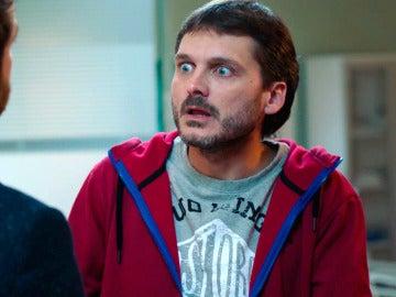 Horacio le confiesa a gritos a Jozé que está enamorado de Carmen