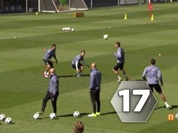 Frame 25.652053 de: ¡Se lo pasan como niños! El espectacular rondo del Real Madrid antes del derbi