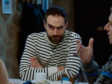 Iñaki pide a La cuadrilla descubrir las intenciones de Horacio con Carmen