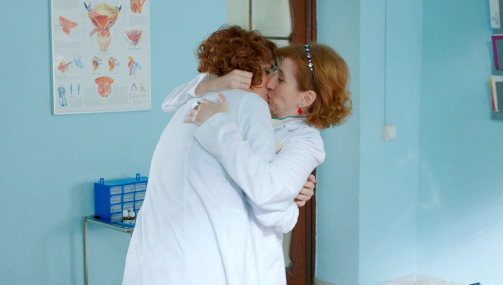 """Dolores se quita el pudor: """"Ha sido el beso más maravilloso que me han dado en la vida"""""""