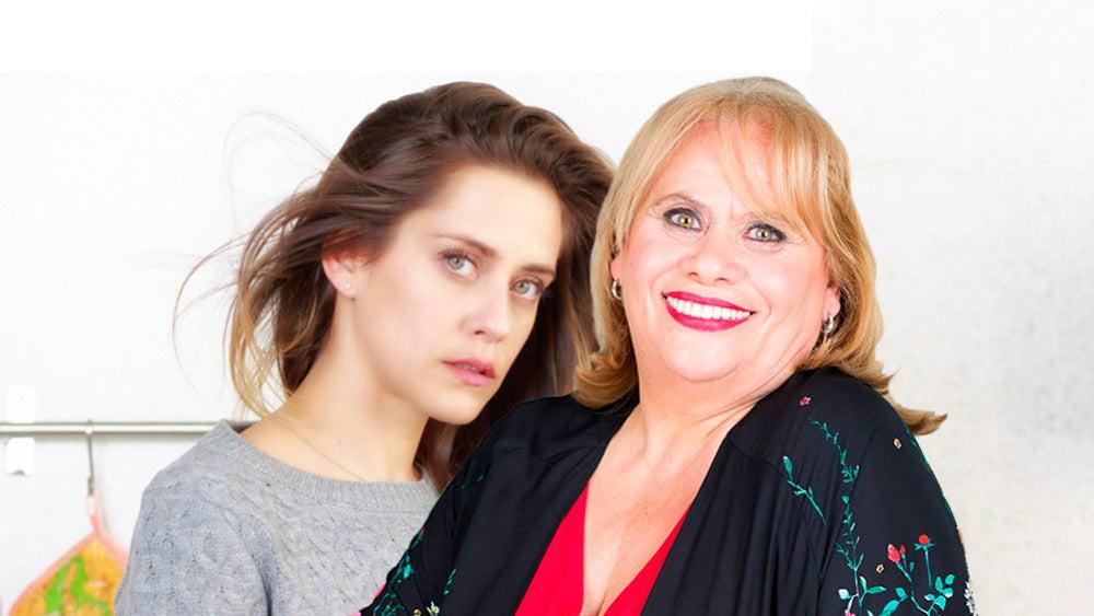 María León y Carmina Barrios, Carmen y Luci en 'Allí abajo'