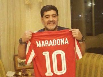 Maradona, con la camiseta del Al-Fujairah