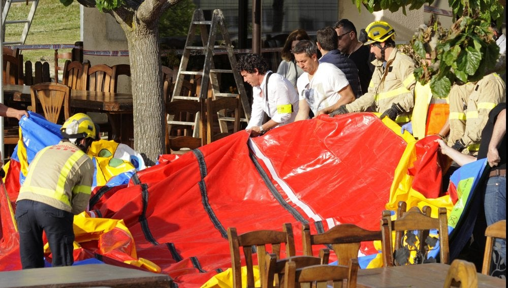 Fallece una niña en un castillo hinchable de Girona.