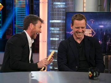 Michael Fassbender demuestra en 'El Hormiguero 3.0' sus dotes con la flauta dulce