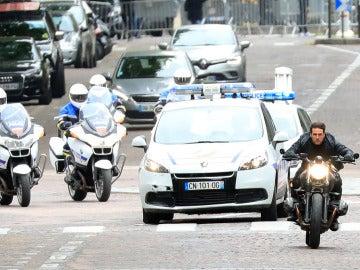 A Tom Cruise en moto no hay quien le pille