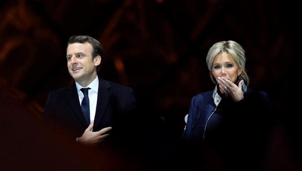 Emmanuel Macron y su mujer Brigitte