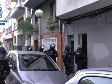 Frame 16.115965 de: Detenidos dos yihadistas en España, en Badalona y en Salou, y un tercero en Marruecos