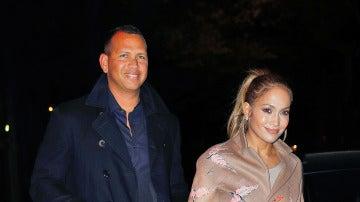 Una muy feliz Jennifer Lopez junto a Alex Rodriguez
