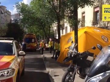 Frame 58.766731 de:  Dos adolescentes mueren tras caer por el hueco de un ascensor en Madrid