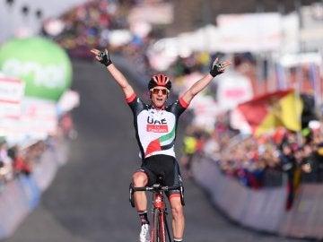 Jan Polanc celebra su triunfo en la cuarta etapa del Giro