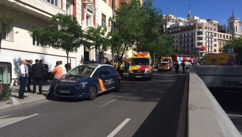 Dos jóvenes mueren al caer por el hueco de un ascensor en Madrid
