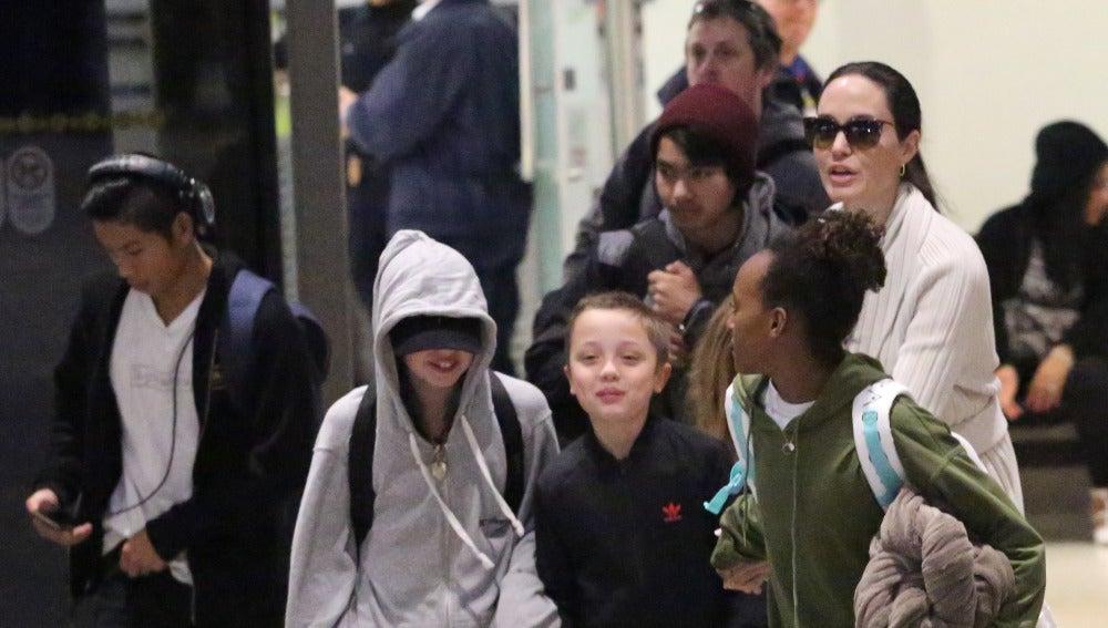 Angelina Jolie de paseo con sus hijos