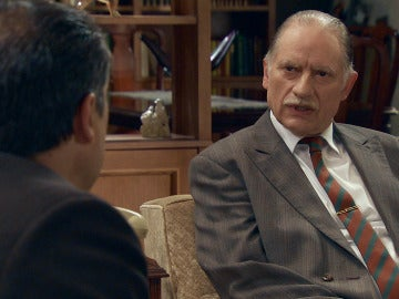 El inspector Caldas mantendrá una conversación con Félix sobre la muerte de Alonso