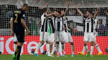 Los jugadores de la Juventus felices tras clasificarse en la final de la Champions