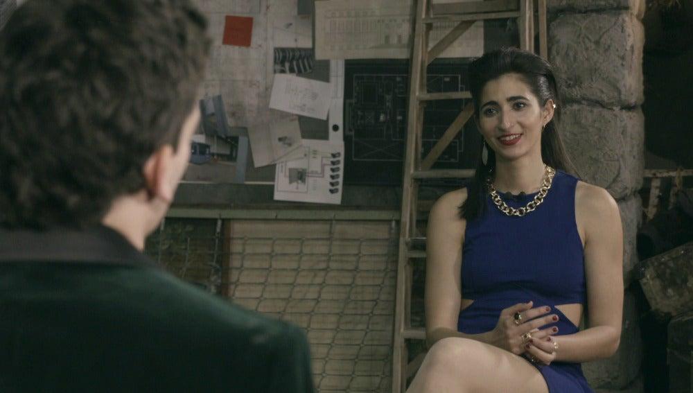 Alba Flores habla con Jaime Lorente sobre los billetes que fabrican en 'La casa de papel'