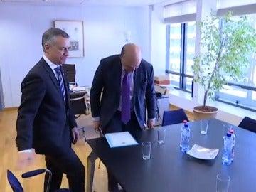 Frame 14.208063 de: Juncker recibe a Urkullu en Bruselas y le agradece el apoyo del PNV al Gobierno en los Presupuestos