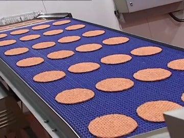 Frame 22.528 de: Denunciada una empresa que vendía como hamburguesas de cerdo, pan y soja como si fuesen de ternera