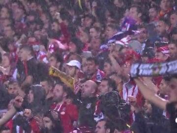 ´Los aficionados atléticos despiden el Calderón en Europa