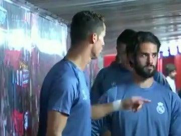 Cristiano, hablando con sus compañeros