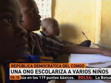 Una ONG escolariza a varios niños