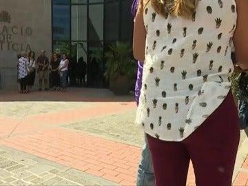 Frame 22.539033 de: Siguen intimidando a la niña agredida en Tenerife