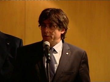 Frame 0.448415 de: Puigdemont insiste en que el referéndum sea pactado con el Gobierno antes de presentarlo en el Congreso