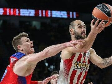 Spanoulis penetra a canasta ante el CSKA
