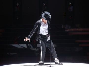 Dabeat vuelve a meterse en la piel de Michael Jackson para deleitarnos con 'Billie Jean'
