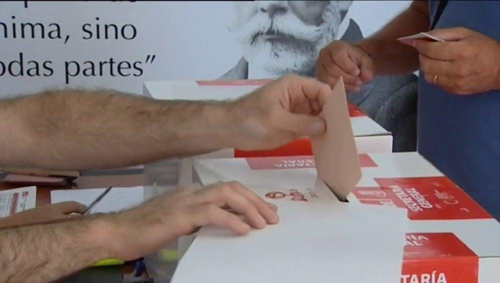 Frame 68.57024 de: Los militantes del PSOE deciden quién intenta relanzar el partido