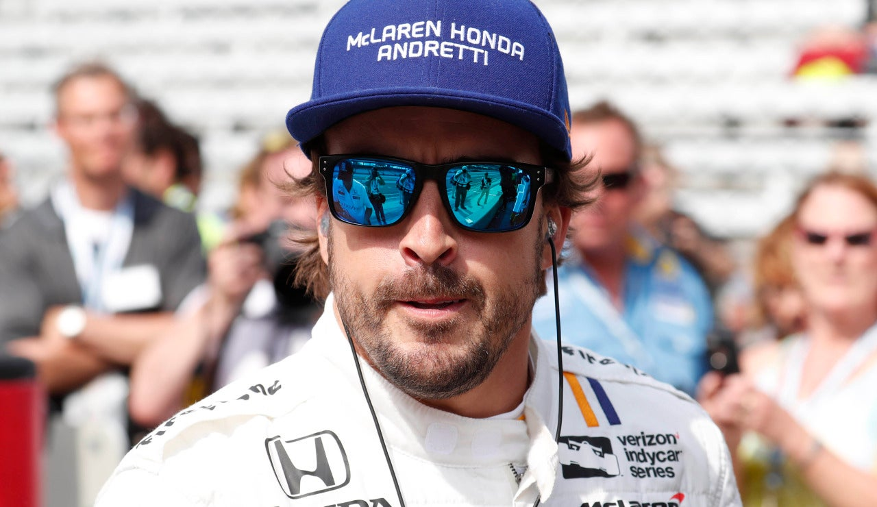 Fernando Alonso, con gesto serio en Indianápolis