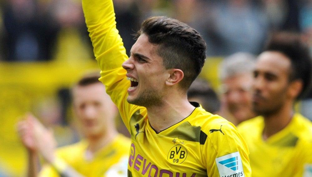Bartra, emocionado tras el último partido de la Bundesliga