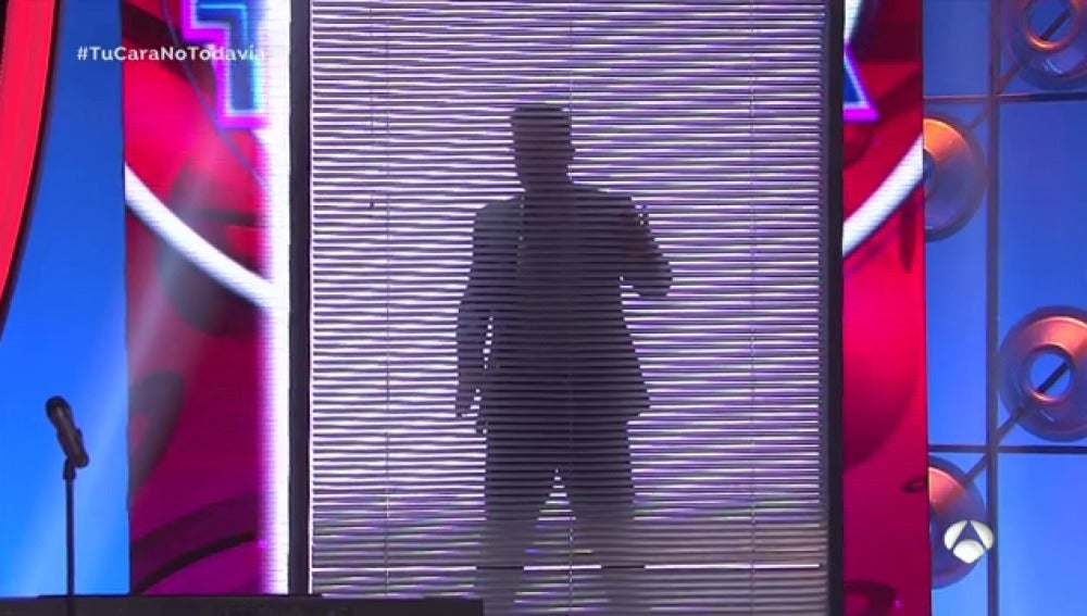 Frame 18.368116 de: El striptease más hot de Àngel Llàcer y Miki Nadal