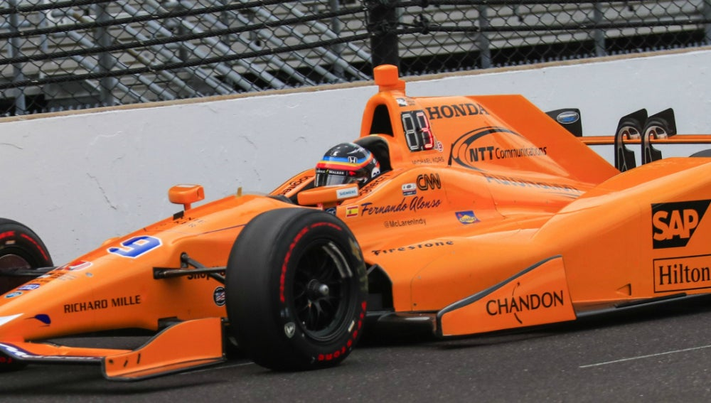 Fernando Alonso rueda en Indianápolis