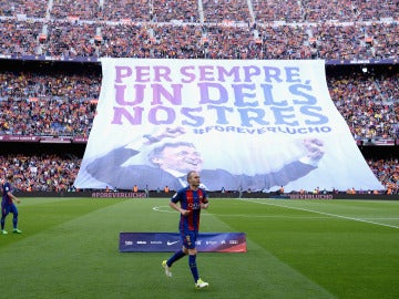 Tifo desplegado en el Camp Nou homenajeando a Luis Enrique