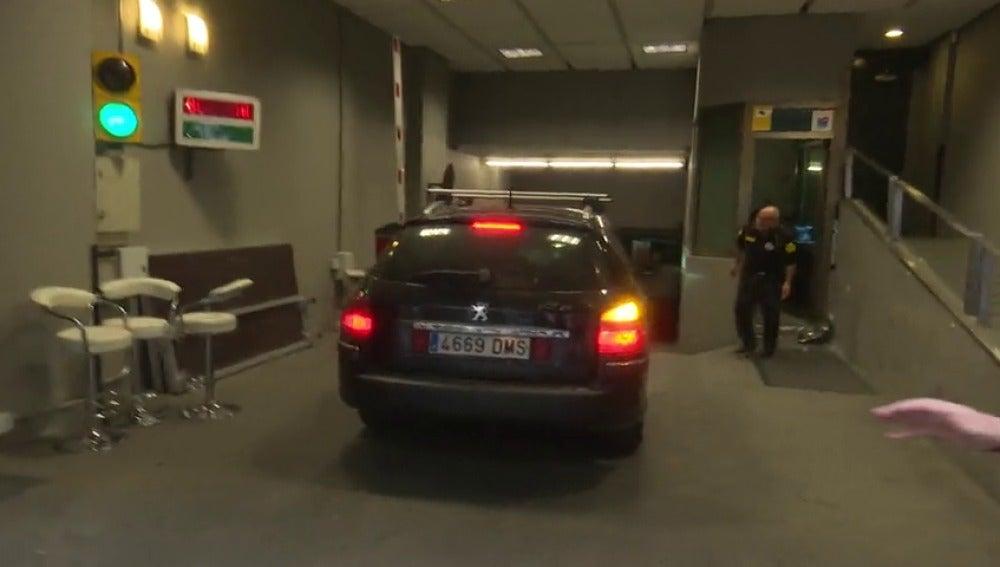Frame 2.958221 de: Sánchez llega a Ferraz en coche sin hacer declaraciones