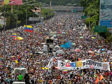 Miles de personas han marchado en Venezuela contra el gobierno de Nicolás Maduro