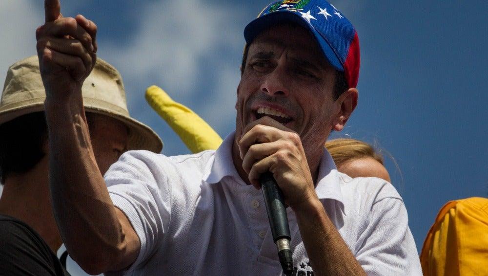 Henrique Capriles participa en una en una manifestación en Caracas
