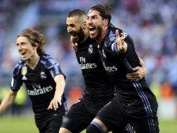 Los jugadores del Real Madrid celebran la victoria